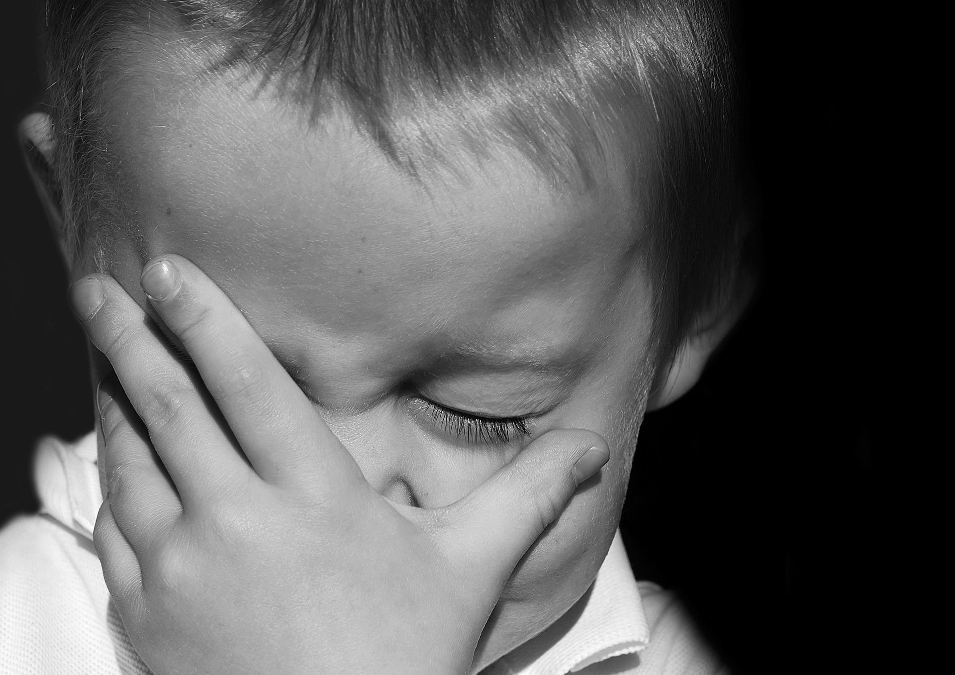 urlare ai bambini è dannoso e diseducativo